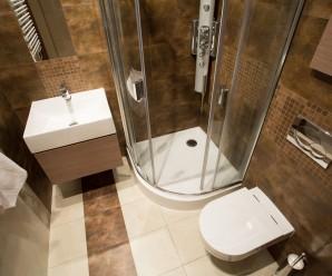 Aprovechar los espacios en un baño pequeño